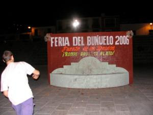 Feria Del Bunleio - John breaking his dish.