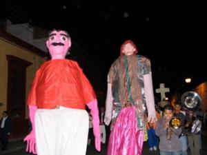 We saw more parades with colorful manecas.