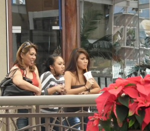 Queen Ka'ahumanu Mall shoppers