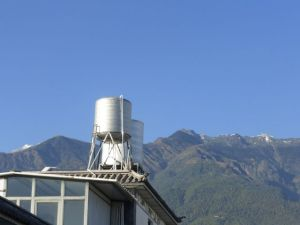 Snow on the mountains, but warm temperatures in Dali.