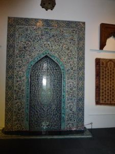 Islamic art reflects  religious  beliefs and traditions.