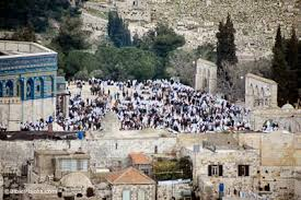 During Ramaden xx Muslim worshipers at the Dome of the Rock